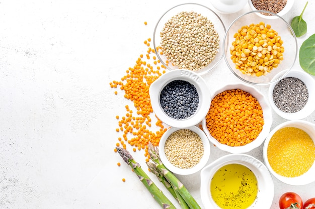 Comida saudável com ingredientes saudáveis Foto Premium