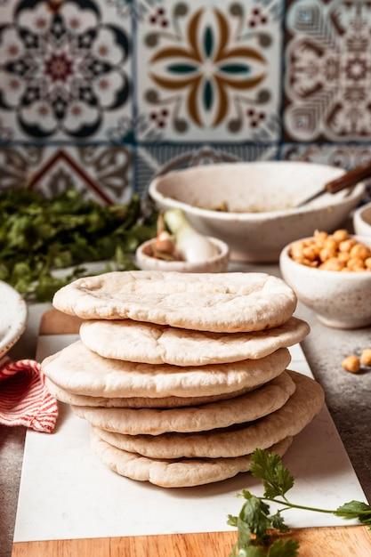 Comida tradicional judaica deliciosa Foto gratuita