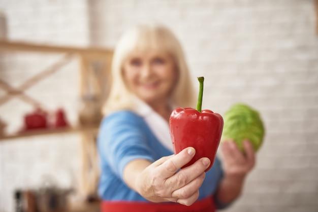 Comida vegetariana caseira pimenta doce cozinhar Foto Premium