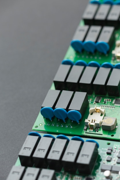 Componentes da placa de circuito de close-up Foto gratuita