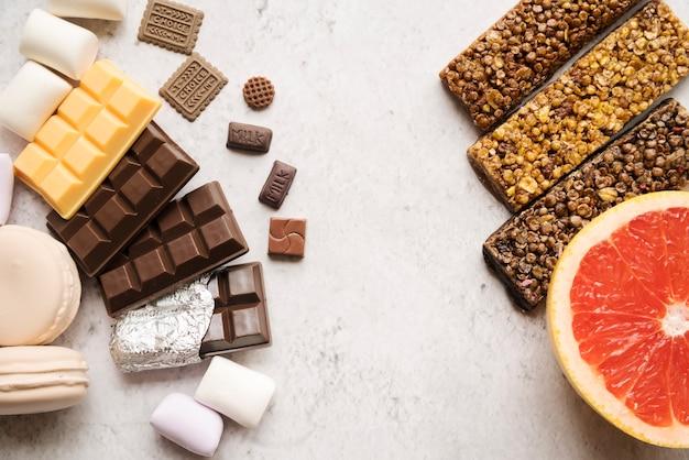 Composição colorida com comida saudável Foto gratuita