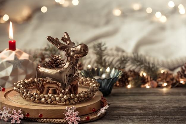 Composição com decorações de natal no interior. Foto gratuita