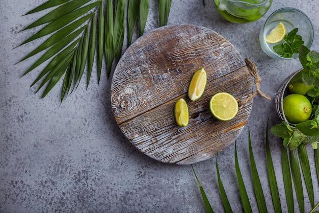 Composição, com, hortelã, e, limão Foto Premium
