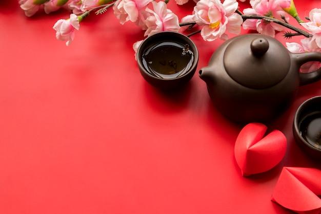 Composição de ano novo chinês com chá Foto gratuita