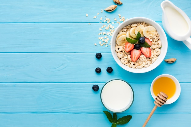 Composição de café da manhã plana leiga com copyspace Foto gratuita