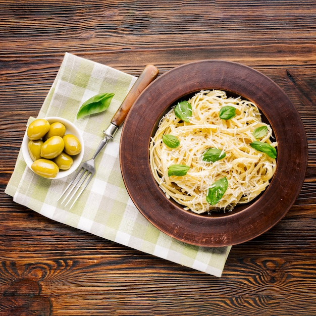 Composição de comida italiana leiga plana Foto gratuita