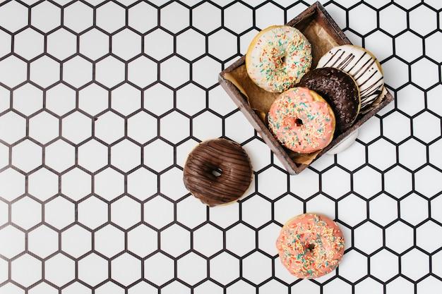 Composição de donut plana leigos com copyspace Foto gratuita