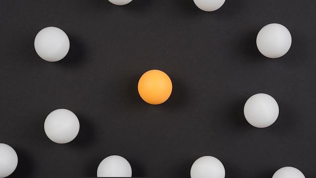Composição de equipamento de ping pong moderna Foto gratuita