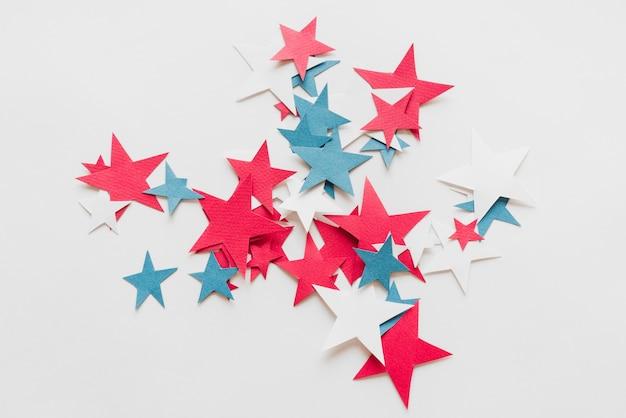 Composição de estrelas azuis e brancas vermelhas Foto gratuita