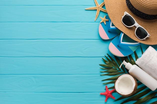 Composição de férias plana leiga com espaço de cópia Foto gratuita