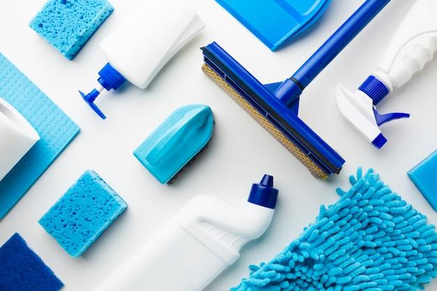 Composição de ferramentas de limpeza plana leigos Foto gratuita