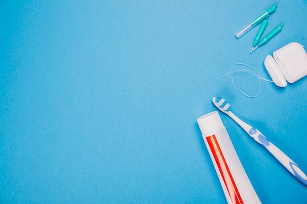 Composição de higiene com espaço à esquerda Foto gratuita