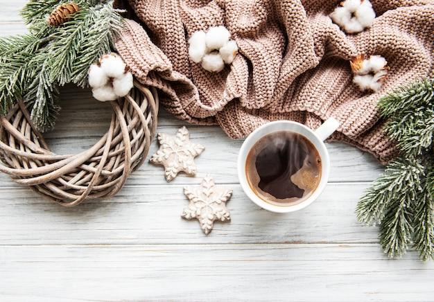 Composição de natal com biscoitos e café Foto Premium