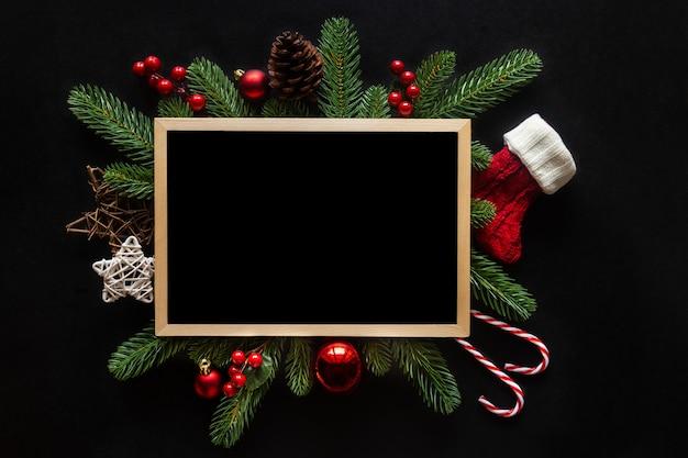 Composição de natal com enfeites Foto Premium