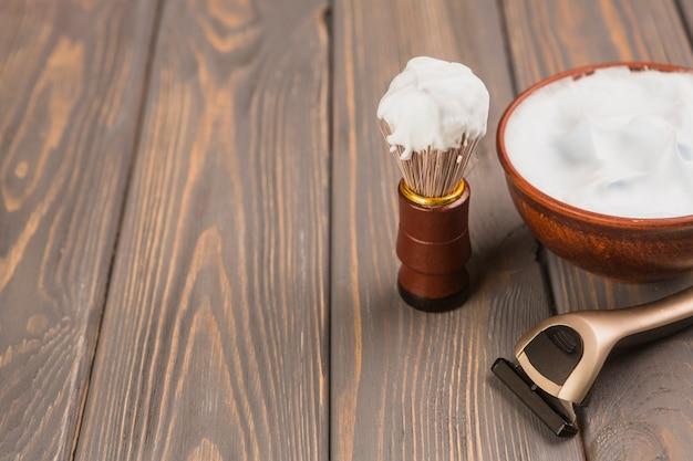 Composição de objetos de barbear com copyspace Foto gratuita