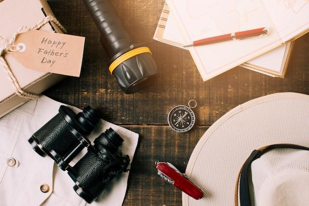 Composição de objetos para o dia dos pais Foto gratuita