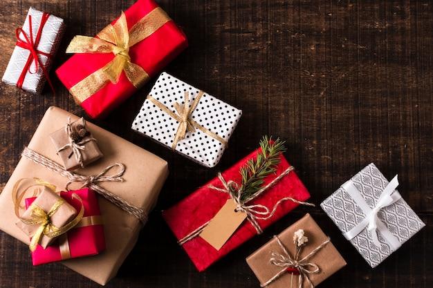 Composição de presentes de natal com espaço de cópia Foto gratuita