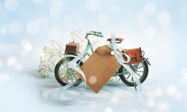 Composição de primavera com bicicleta e flores Foto Premium