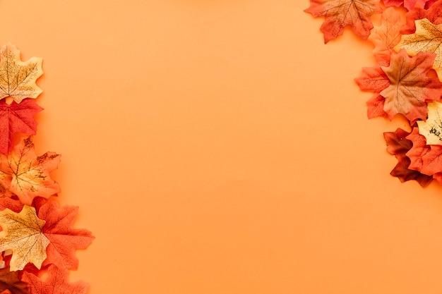Composição de superfície de folhas de outono Foto gratuita
