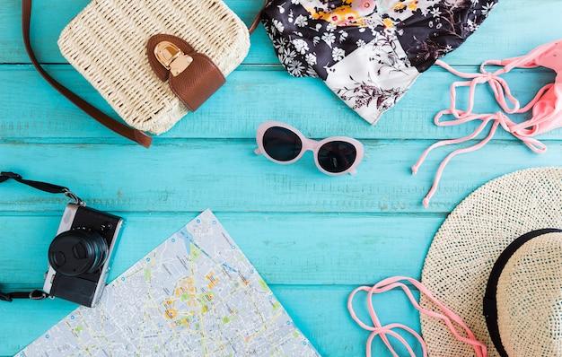 Composição de verão de viajar coisas Foto gratuita