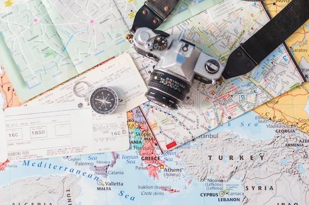 Composição de viagens com bilhetes Foto gratuita
