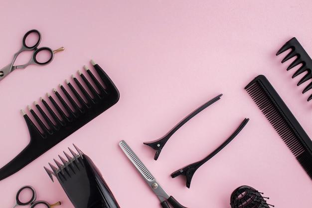 Composição do equipamento de cabeleireiro Foto gratuita
