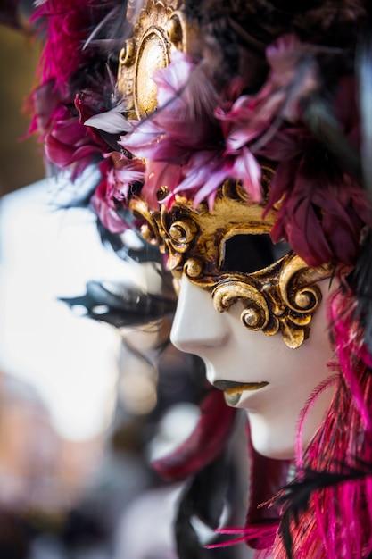 Composição elegante com máscara do carnaval veneziano Foto gratuita
