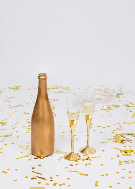 Composição festiva de champanhe Foto gratuita
