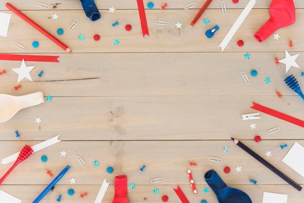 Composição festiva na superfície de madeira Foto gratuita