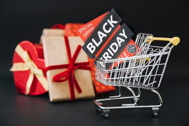 Composição para sexta-feira preta com caixas de presente Foto gratuita