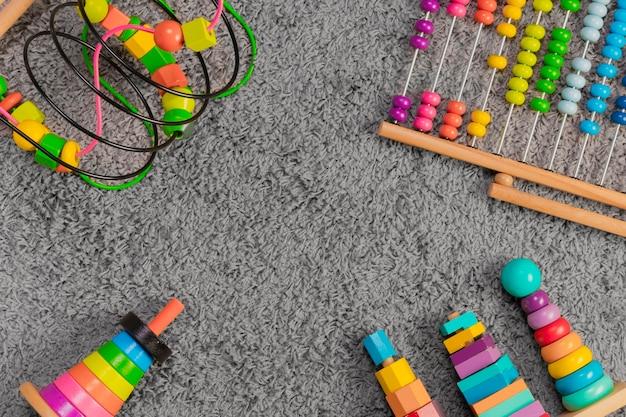 Composição plana leiga de brinquedos Foto gratuita