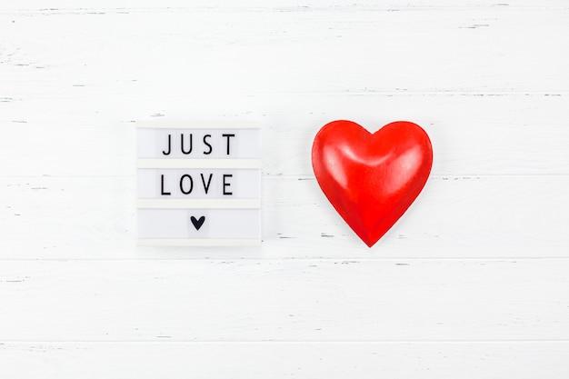 Composição romântica criativa do dia dos namorados Foto Premium