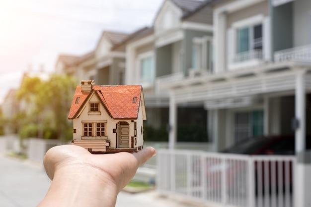 Comprando o novo conceito de casa Foto Premium