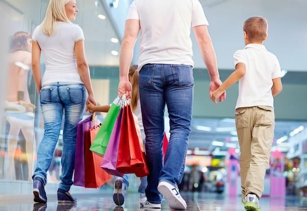 Compras da família no shopping Foto Premium