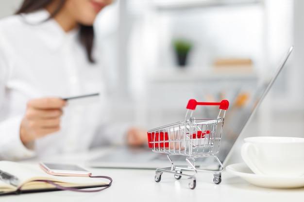 Compras e pagamento online Foto Premium