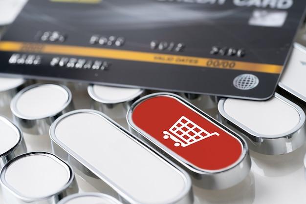 Compras on-line ícone no teclado com cartão de crédito Foto Premium
