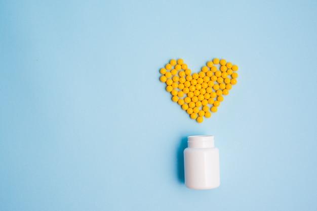 Comprimidos formando coração Foto gratuita