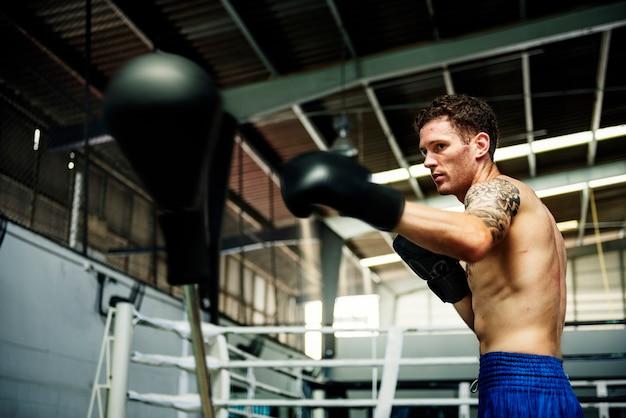 Conceito atlético do encaixotamento do exercício do homem Foto Premium