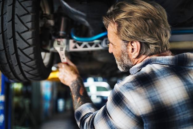 Conceito automotivo do veículo das peças de manutenção da garagem Foto Premium