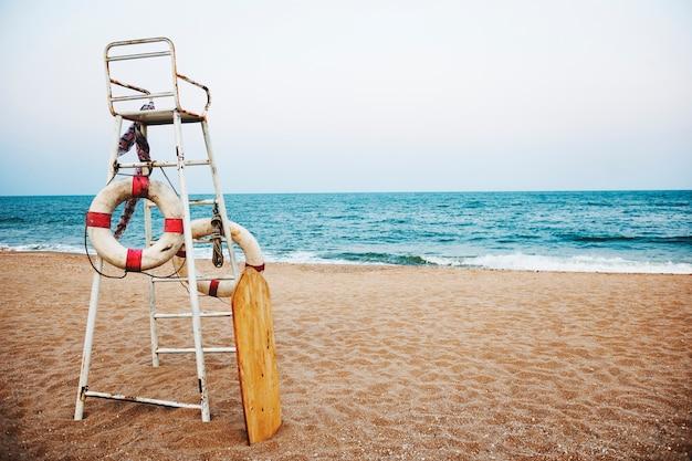 Conceito da segurança do litoral da segurança do lifeguard da praia Foto gratuita