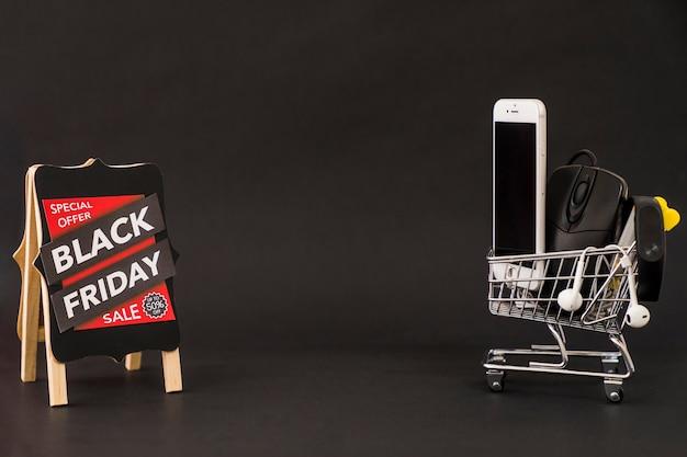 Conceito da sexta-feira negra com espaço no meio Foto gratuita