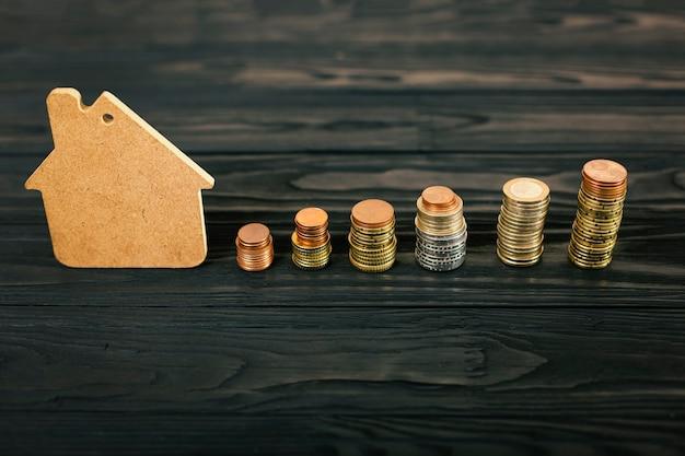 Conceito de acumulação de finanças para compra ou empréstimo de casa Foto Premium