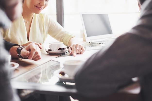 Conceito de brainstorming de trabalho em equipe Foto Premium