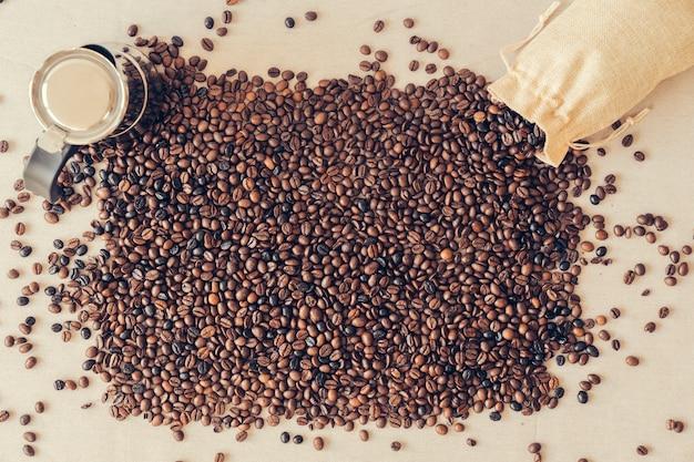 Conceito de café com grãos de café Foto gratuita