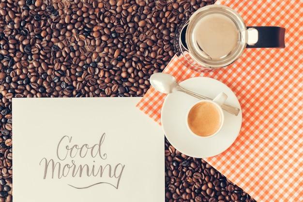 Conceito de café com papel e copo Foto gratuita