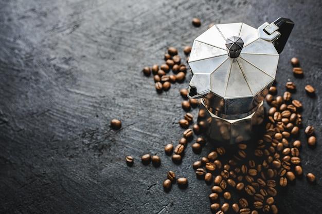 Conceito de café moka em fundo escuro Foto Premium