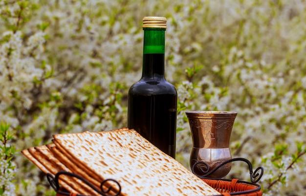 Conceito de celebração de pesah feriado de páscoa judaica. passar o conto de páscoa de hagadá Foto Premium