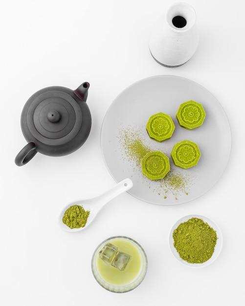 Conceito de chá matcha vista superior em cima da mesa Foto Premium