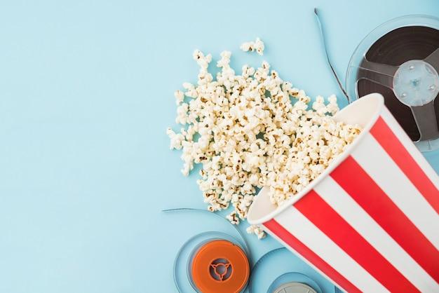 Conceito de cinema com vários elementos Foto gratuita