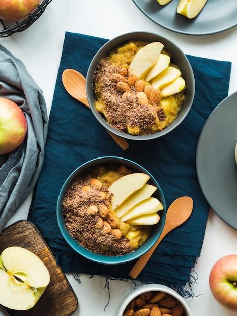 Conceito de comida de café da manhã acolhedor com amaranto de açafrão Foto Premium